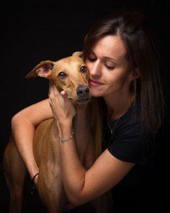 Perro y su compañera